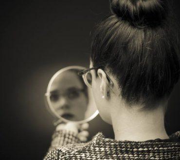 Ναρκισσιστική Διαταραχή της Προσωπικότητας: Ποια είναι τα συμπτώματα, οι αιτίες και οι τρόποι αντιμετώπισης