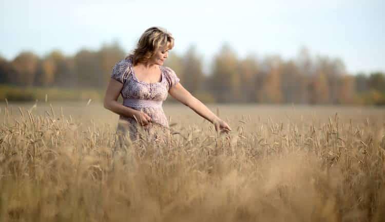 Πώς μπορούμε να ανακουφιστούμε από τα συμπτώματα της εμμηνόπαυσης με φυσικούς τρόπους