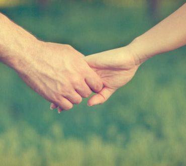 Τι σημαίνει «εμπιστοσύνη» σε μια σχέση και πώς μπορούμε να την αποκαταστήσουμε