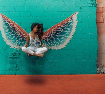 Η ζωή δεν έχει σκοπό να σε κάνει να ανοίξεις τα φτερά σου αλλά να σε μάθει να πετάς