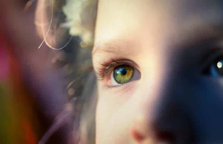 6 συνήθειες που βλάπτουν την όρασή μας, σύμφωνα με τους ειδικούς