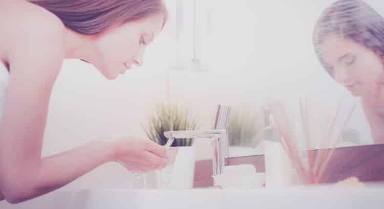 7 συμβουλές για το πλύσιμο του προσώπου μας από έναν δερματολόγο