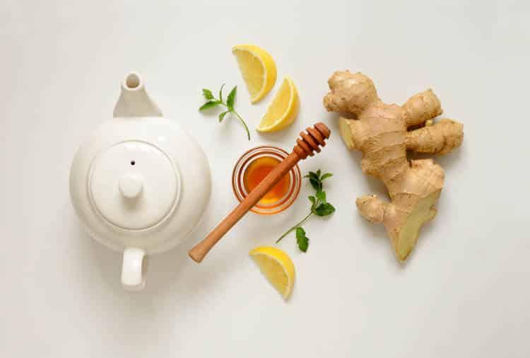 7 τροφές που βοηθούν στην ανακούφιση από τον πονόλαιμο