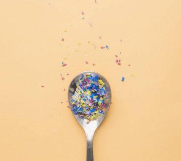 Γιατί τα μικροπλαστικά είναι επικίνδυνα για τον άνθρωπο και πώς να τα αποφύγουμε