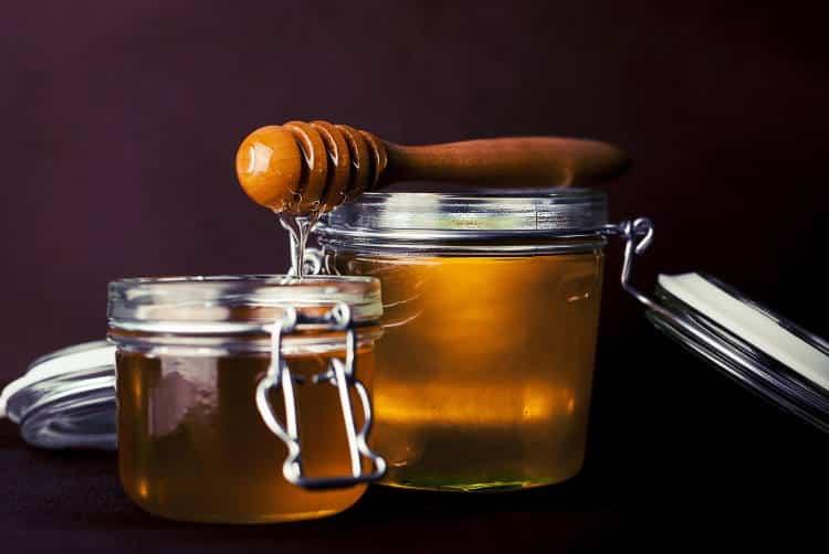 Μέλι μανούκα: Σε τι διαφέρει από το συνηθισμένο μέλι και ποια τα οφέλη του