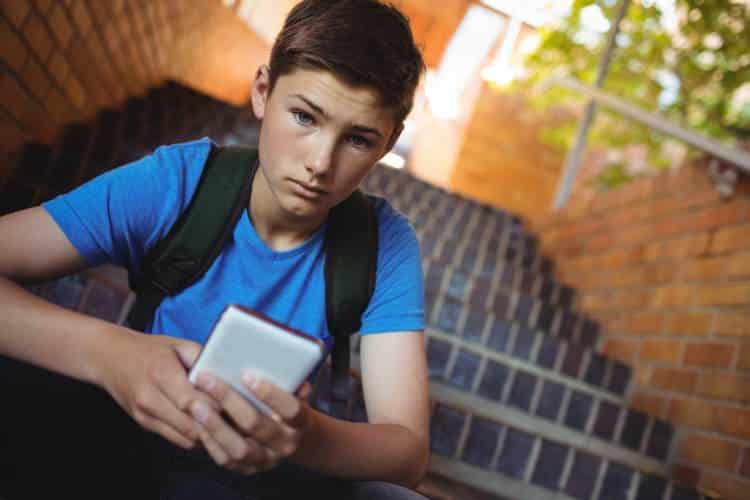 Μέσα κοινωνικής δικτύωσης και παιδιά: Πώς να τα βοηθήσουμε να μην πέσουν στην παγίδα της σύγκρισης