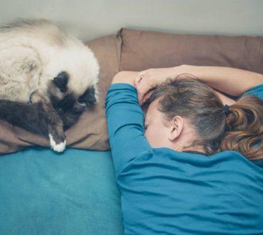 Τι μπορούμε να κάνουμε όταν ξυπνάμε στη μέση της νύχτας και δυσκολευόμαστε να ξανακοιμηθούμε