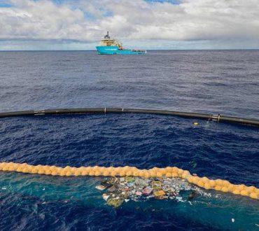 Ocean Cleanup: Οικολόγοι συλλέγουν πλαστικά απόβλητα που έχουν συσσωρευτεί στον Ειρηνικό Ωκεανό
