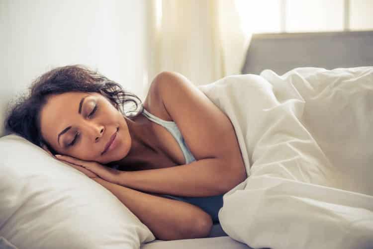 Ποιες είναι οι 3 καλύτερες στάσεις ύπνου για όσους έχουν πόνο στη μέση