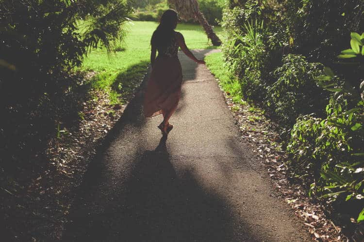 Η ζωή συμβαίνει όταν δεν κυνηγάμε πια την τελειότητα και αρχίζουμε να απολαμβάνουμε το ταξίδι