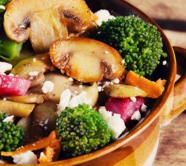 Συνταγές: 3 πρωτότυπες και θρεπτικές σαλάτες για τα Χριστούγεννα