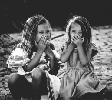 6 πολύτιμα μαθήματα που μας δίδαξαν οι παιδικές φιλίες