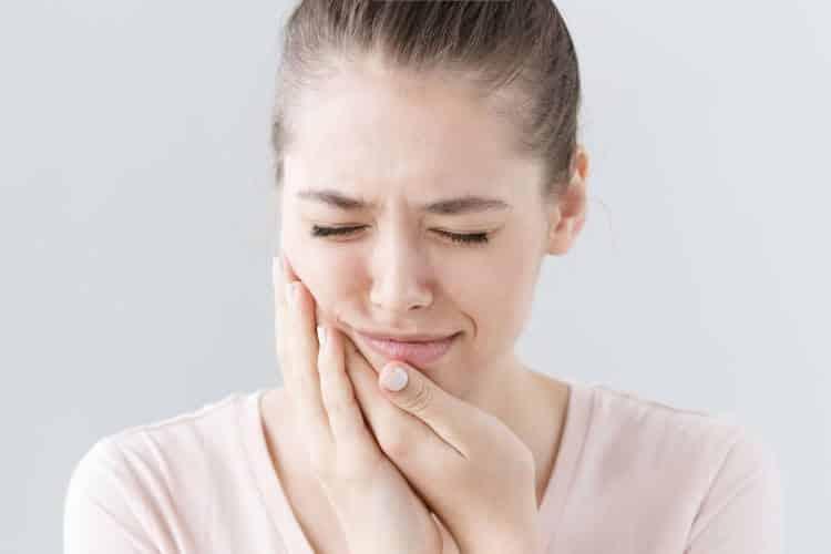 Άφθα στο στόμα: Ποιες είναι οι αιτίες και τρόποι αντιμετώπισης