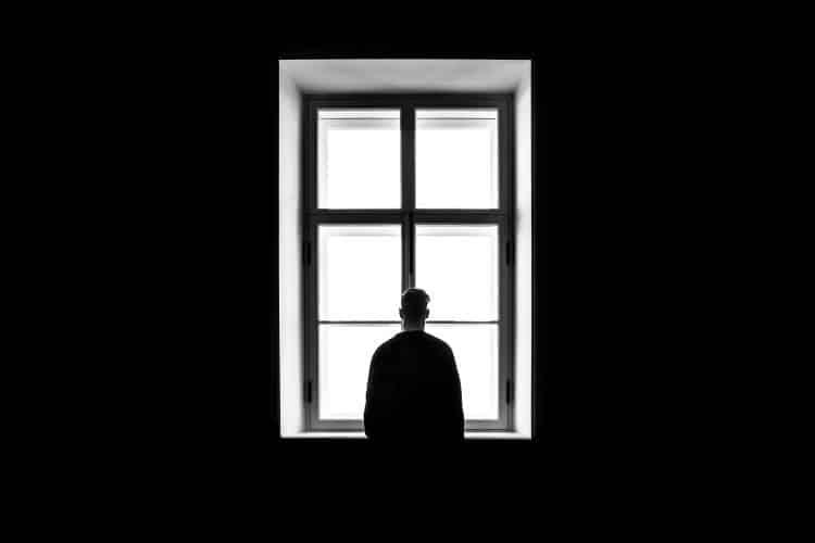 Αποφευκτική Διαταραχή της Προσωπικότητας: Ποια είναι τα συμπτώματα, οι αιτίες και οι τρόποι αντιμετώπισης