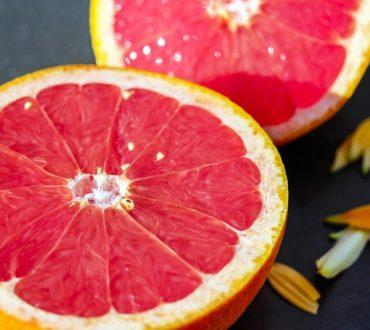 Γκρέιπφρουτ: Ποια είναι η διατροφική του αξία και ποια οφέλη μας προσφέρει