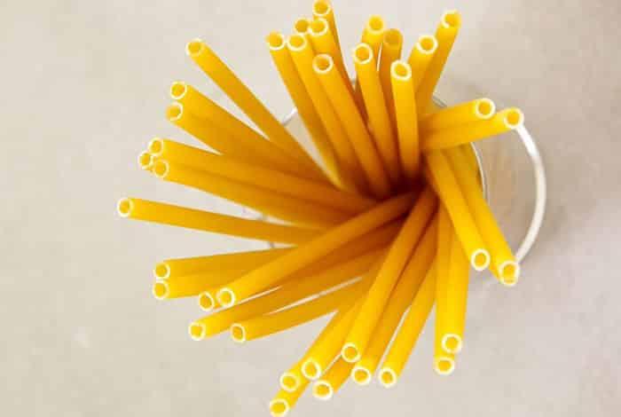 Ιταλία: Καταστήματα χρησιμοποιούν καλαμάκια από ζυμαρικά για να μειώσουν τη χρήση πλαστικού