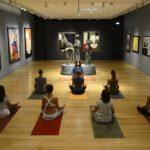 Η τέχνη συναντά τη γιόγκα – Το μουσείο Γουλανδρή ξεκινά μαθήματα ανάμεσα σε γλυπτά και πίνακες