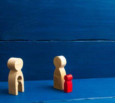 Χωρισμένοι γονείς: Γιατί είναι σημαντικό να μην αναγκάζονται τα παιδιά να διαλέγουν «στρατόπεδα»