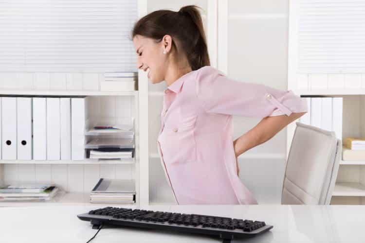4 φυσικοί τρόποι να ανακουφιστούμε από τον πόνο στην πλάτη