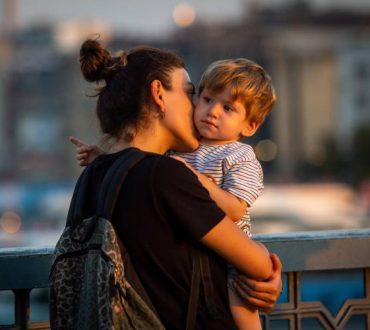 5 τρόποι να εκφράζουμε τρυφερότητα στα παιδιά, εμπνευσμένοι από το σύστημα Μοντεσσόρι
