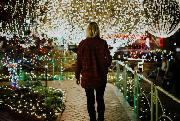 Αντιμετωπίζοντας την απώλεια και την απομόνωση κατά τη διάρκεια των γιορτών