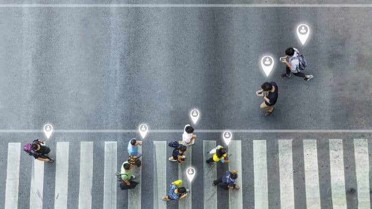 Ερευνητές έφτιαξαν «έξυπνα ακουστικά» που προειδοποιούν τους πεζούς για πιθανούς κινδύνους