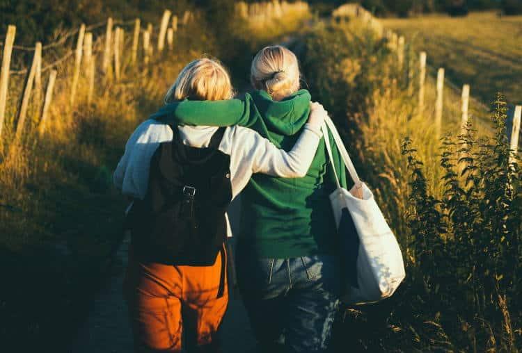 Αριστοτέλης: «Η φιλία είναι μία ψυχή που κατοικεί σε δύο σώματα»