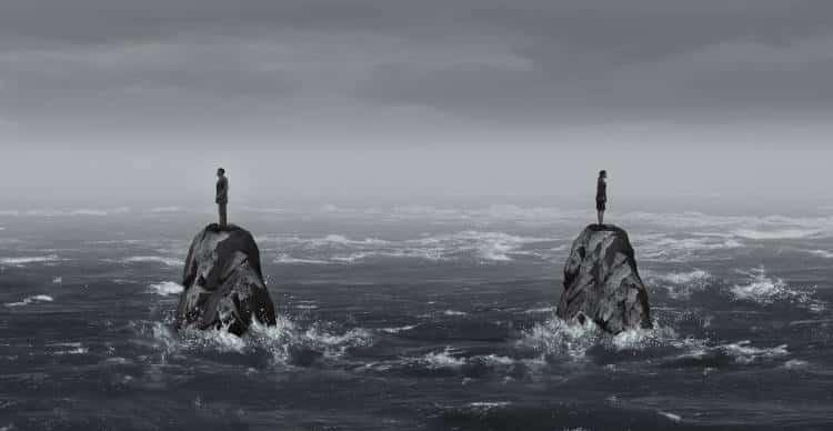 Γιατί νιώθουμε μοναξιά μέσα σε μια σχέση και πώς να το διαχειριστούμε