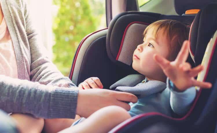 Πώς να χρησιμοποιήσουμε σωστά τα παιδικά καθίσματα αυτοκινήτου