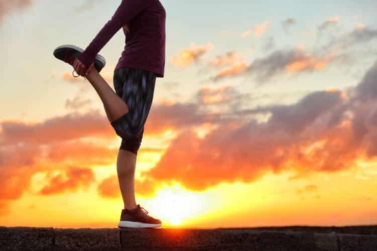 5 απλές ασκήσεις για να ανακουφιστούμε από τον πόνο στα γόνατα