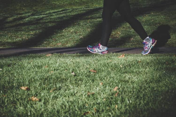 6 τρόποι να κάνουμε το περπάτημά μας πιο αποτελεσματικό