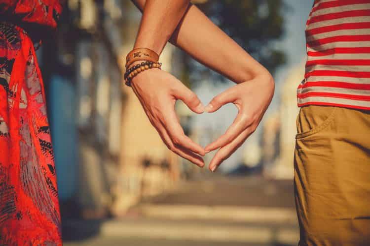 Οι 7 αρχές της λειτουργικής σχέσης και πώς μπορεί να ενισχυθεί η σύνδεση ανάμεσα στο ζευγάρι