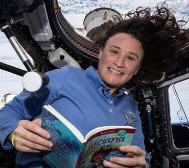 Αστροναύτες από τον Διεθνή Διαστημικό Σταθμό διαβάζουν παραμύθια σε παιδιά