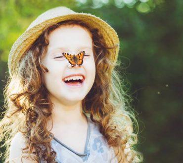 Γέλιο: Πώς μειώνει την αίσθηση του πόνου και άλλα 4 οφέλη του στην υγεία