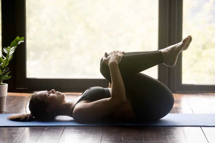 Ισχιαλγία: 5 στάσεις της γιόγκα που ανακουφίζουν από τον πόνο