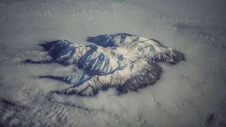 Μαγευτική φωτογραφία δείχνει τον «Θρόνο του Δία» να ξεπροβάλλει μέσα από τα σύννεφα