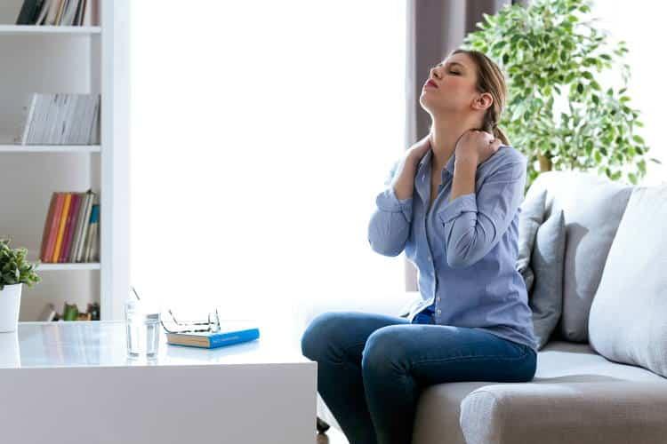Πώς να προστατεύσουμε τον αυχένα μας κατά τη διάρκεια του ύπνου