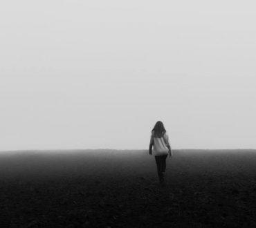 Τι προσπαθούν να μας πουν τα συναισθήματα που καταπιέζουμε περισσότερο