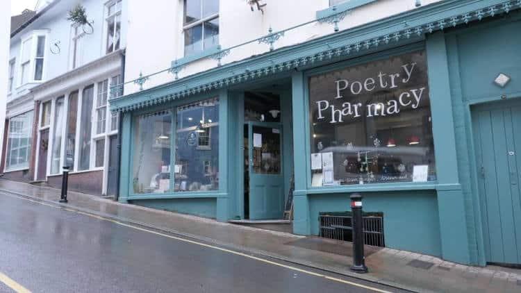 Αγγλία: Το πρώτο φαρμακείο ποίησης που «συνταγογραφεί» στίχους αντί για φάρμακα