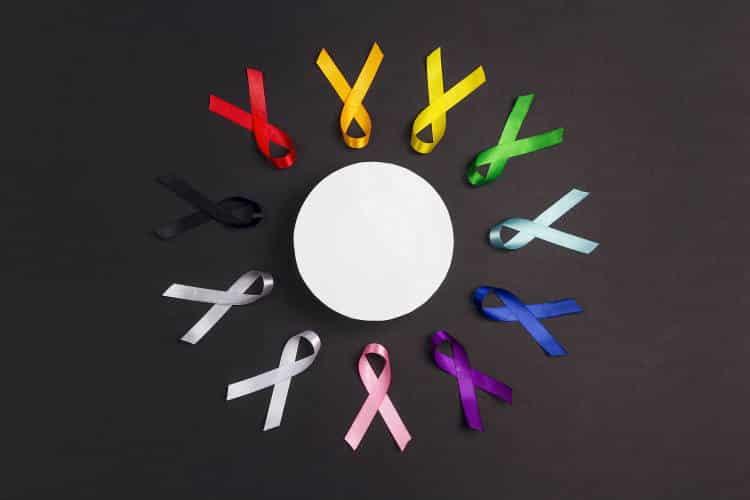 Παγκόσμια Ημέρα κατά του Καρκίνου: Οι Έλληνες φοβούνται τη νόσο, αλλά δεν κάνουν τις προληπτικές εξετάσεις