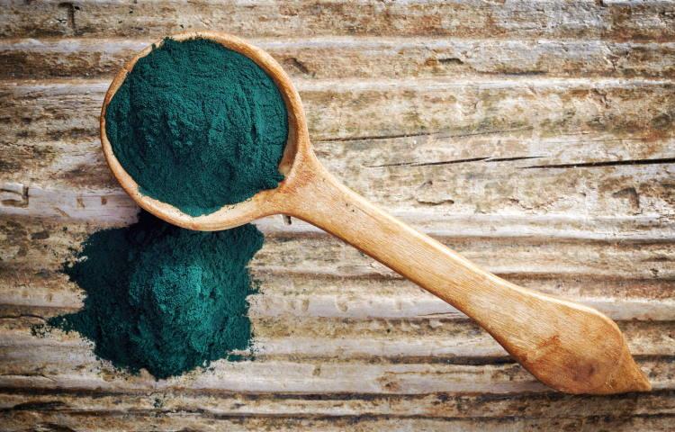 Σπιρουλίνα: 7 οφέλη του πολύτιμου φυσικού συμπληρώματος