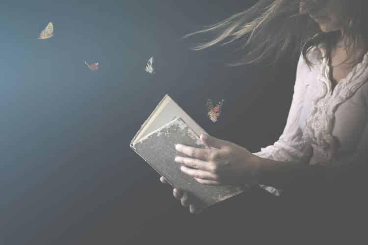 10 βιβλία που αξίζει να διαβάσουμε όσο μένουμε σπίτι