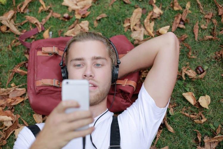 30 λεπτά μουσικής την ημέρα μειώνουν τα προβλήματα που προκαλούνται από καρδιακό έμφραγμα
