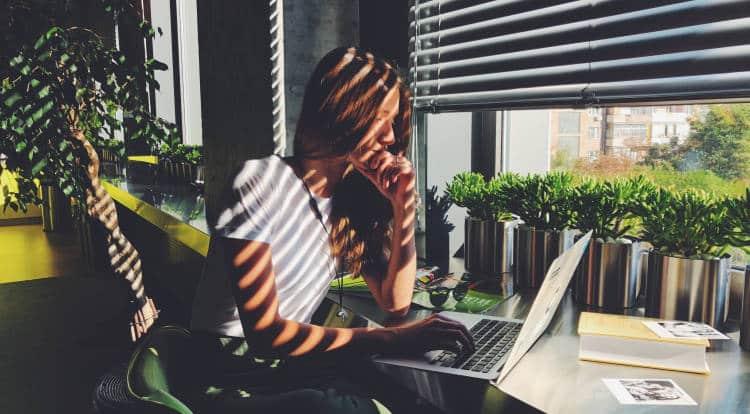 5 τρόποι να εργαζόμαστε αποτελεσματικά από το σπίτι