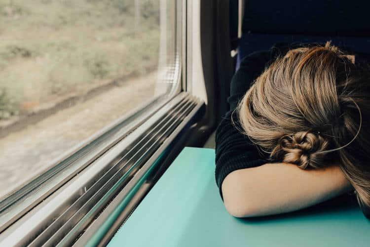 Ατονία: Πότε σχετίζεται με τις καθημερινές μας συνήθειες και πότε οφείλεται σε προβλήματα υγείας