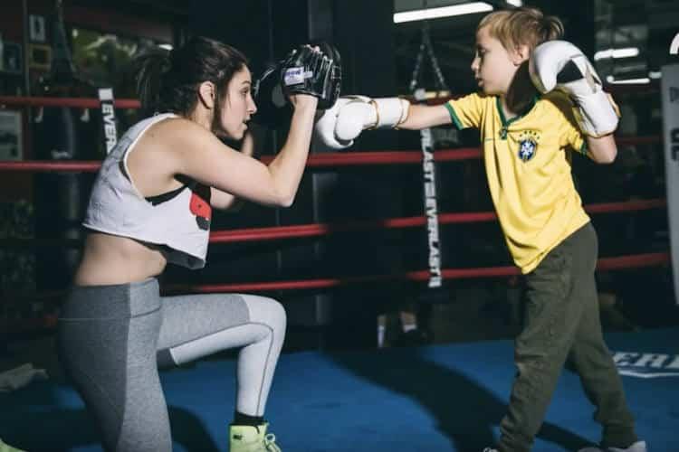 Δασκάλα του μποξ μαθαίνει σε παιδιά με αυτισμό πώς να αποκτήσουν δύναμη και αυτοπεποίθηση