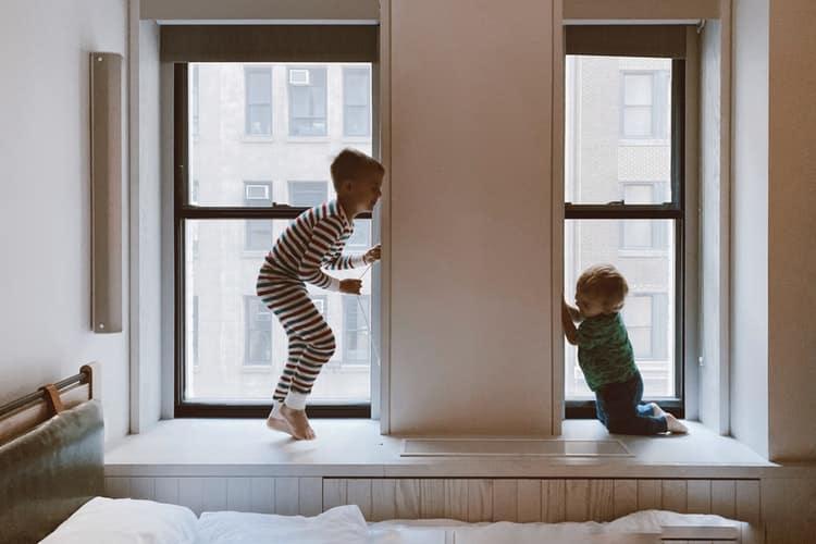 Πώς μπορούν οι γονείς να διαχειριστούν το χρόνο της καραντίνας με τα παιδιά τους - Συνέντευξη με την οικογενειακή σύμβουλο Ερατώ Χατζημιχαλάκη