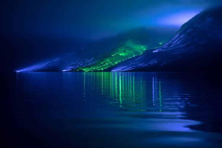 Ιρλανδία: Καλλιτέχνης φωτίζει τα μυθικά βουνά της χώρας με 1.000 φώτα (Βίντεο)