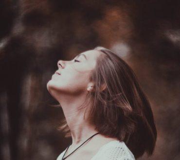 Πώς η επιβράδυνση της αναπνοής αναζωογονεί τον οργανισμό – Η επίδραση του Breathwork
