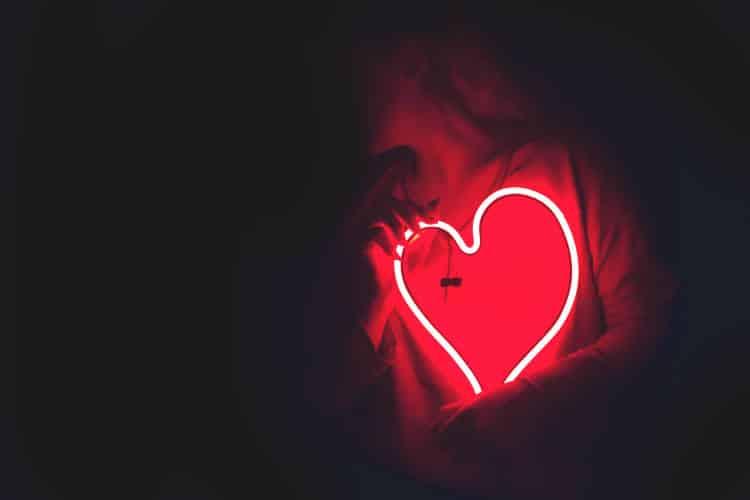 Πώς τα συναισθήματα αλλάζουν κυριολεκτικά το σχήμα της καρδιάς μας (Βίντεο)